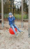 Schaukel Boje / Material: wetterfester Kunststoff / Maße Boje: Ø 35 cm x 50 cm hoch / Länge Seil: 150 cm / ab 3 Jahre