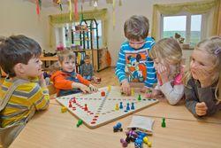 Brettspiel Quer durch QU 4 / Spielbrett aus Holz / Maße: 50x50 cm / Made in Germany / Würfelspiel für 2-4 Spieler ab 5 Jahre