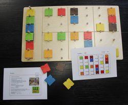 Denkspiel Sudoku / Farbenpuzzle / Material: Holz / Maße: 27,5x48 cm / mit Anleitung und 20 Rätselkarten / Made in Germany / 5+