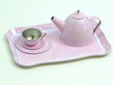 Tee-Set aus Metall im praktischen Koffer / Farbe: pink mit weißen Punkten / Koffer mit Griff und Metallverschluß / Maße des Koffers: 29 x 20 x 9,5 cm / ab 3 Jahre