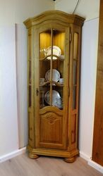 Eckvitrine Vitrine für Ecke  Schwerin  Eiche massiv gelaugt rustikal - Schenkelmaße 56 x 56 cm, Höhe 193 cm - mit Bogen