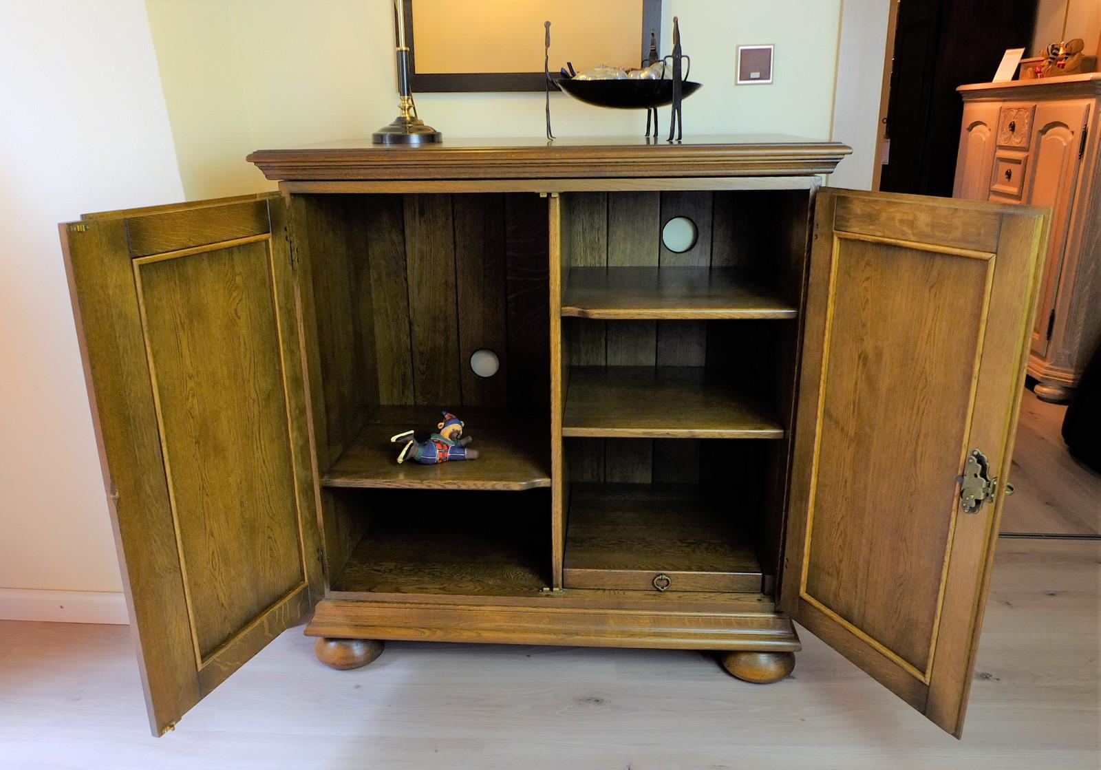 tv schrank tv anrichte hifi schrank ausstellungsst ck zum sonderpreis 990 00 klassische. Black Bedroom Furniture Sets. Home Design Ideas