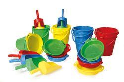 Sandspielset 24er Set / für 8 Kinder / Material: Kunststoff / 8 Eimer, 8 Siebe, 8 Schaufeln / für Kinder ab 3 Jahre