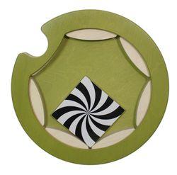 Mini-Kreisel / drehbares Wandspiel / Material: Holz / Farbe: hellgrün / Ø 35 cm / Made in Germany / 3+