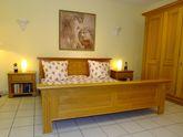 Schlafzimmer  Perigo  Eiche voll massiv im Landhausstil / Kleiderschrank 5-türig mit Doppelbett und 2 Nachtschränken / Angebot - Ausstellungsmöbel zum Sonderpreis 6.990,00 €