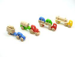 4er Set Truck's mit Ladung / Pferdetransporter, LKW mit Ladung, Autotransporter und Langholztransporter / alle Transporter mit Holzreifen / Farbe: natur, rot, blau, grün + gelb