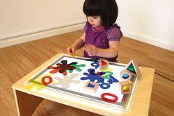 Leuchtplatte A3 / LED Technik, gleichmäßig leuchtend, energiesparend / 4 rutschfeste Gummifüße / Material: Acryl / Maße: 48 x 35,2 x 1 cm / für Kinder ab 3 Jahre