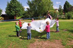 Schwungtuch WEISS / Ø 360 cm mit 12 Griffschlaufen / Fördert die Auge-Hand-Koordination und das Rhythmus Gefühl / Maße: Ø 360 cm / Material: Polyester