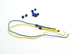 Magnetstifte klein + Snips 10er Set / 2 Ersatzstifte + 10 Snips / Farbe: blau + gelb / zur Befestigung an Wandspielen, Tischspielen + Großspielen geeignet (sind NICHT im Lieferumfang enthalten)