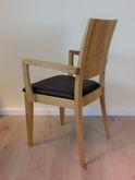 Linum 90 - Armlehnen-Stuhl in Eiche, Buche oder Nussbaum -  Massivholzstuhl mit 3-dimensionalem Holzrücken -  mit Holzsitz oder Polstersitz möglich