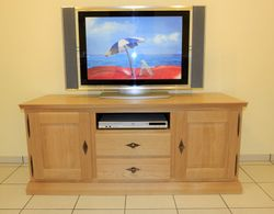 Malta TV Lowboard / Anrichte - Breite 140 cm Höhe 60 cm - mit Gerätenische und 2  Schubladen, moderner Landhausstil Eiche massiv , auch in Buche oder Kirschbaum möglich