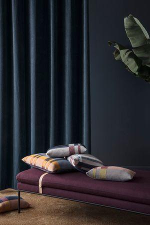 Kissen Medley Knit L dunkel blau 60 x 40 cm – Bild 3