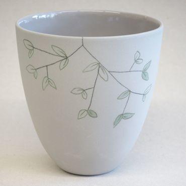 Tasse L naturweiß mit zartem Grün