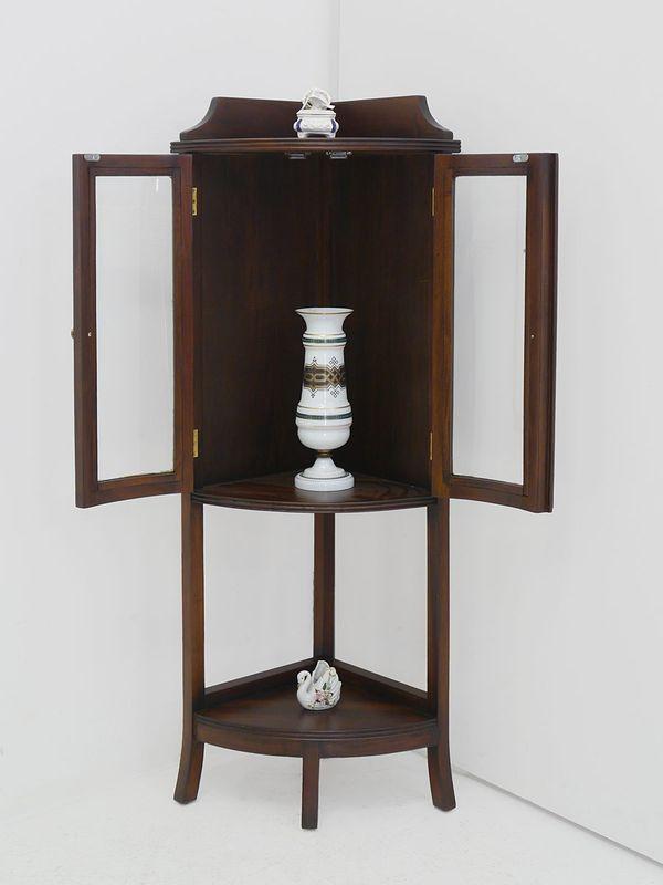 Eckvitrine Vitrine Eckschrank Antik Stil Massivholz Nussbaum H 132 cm (516) – Bild 2