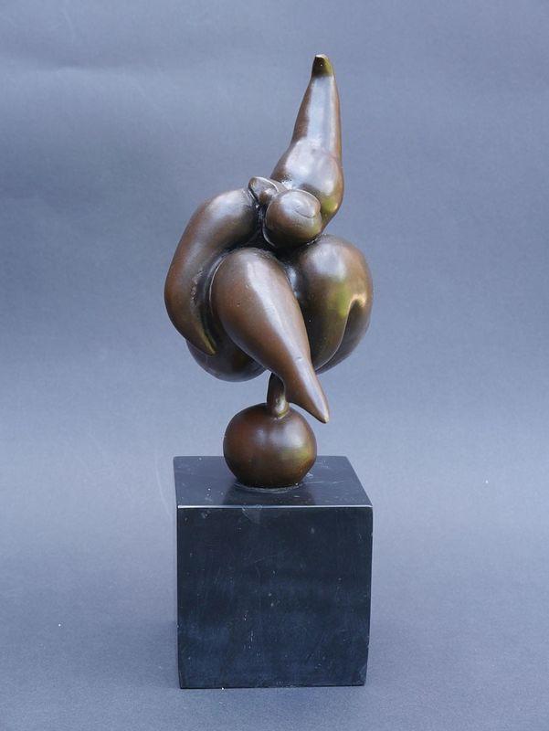 Bronze Figur Skulptur einer korpulenten Athletin auf edlem Marmorsockel (5354) – Bild 1