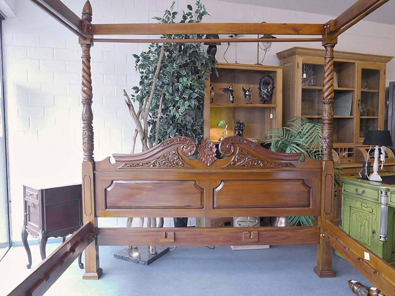 Himmelbett Bett Doppelbett Antik Stil Massivholz Nussbaum-Farbton hell (6159) – Bild 2