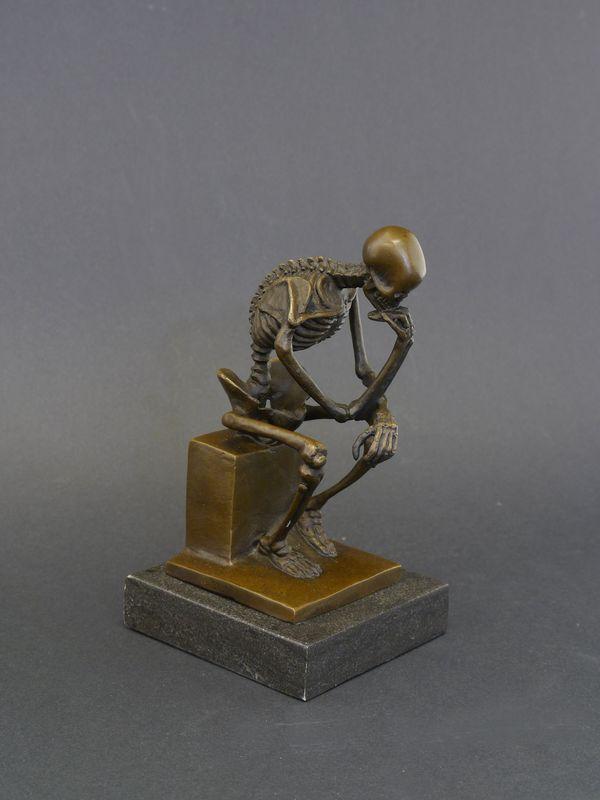 Denker Skelett Bronzefigur Bronzeskulptur auf edlem Marmorsockel (8431) – Bild 1