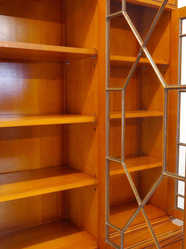Vitrinenschrank Bücherschrank Buffetschrank in Eibe im englischen Stil (8851) – Bild 10