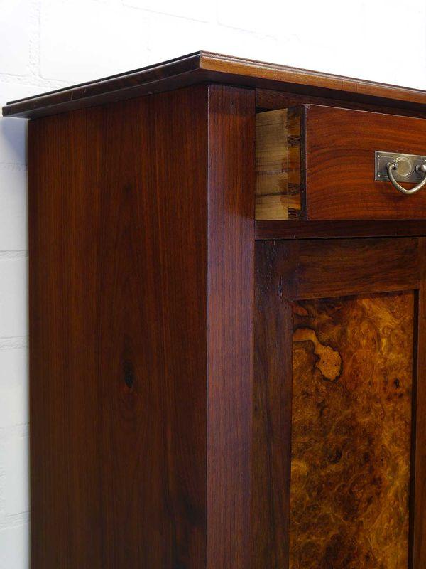 Vertiko Anrichte Schrank Antik um 1920 Nussbaum 2-türig 136,5x98x43 cm (8858) – Bild 5