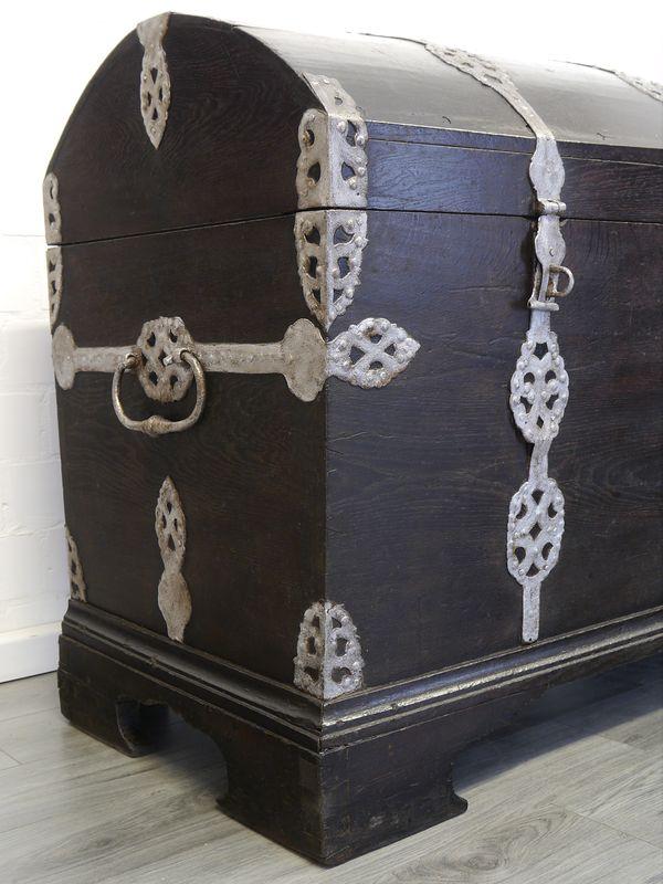 Truhe Runddeckeltruhe Holztruhe aus massiver Eiche 18. Jahrhundert Antik (9004) – Bild 8