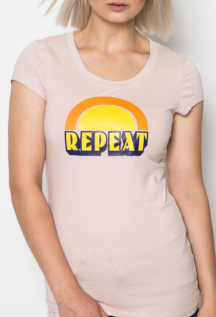 Tailliertes Girlie T-Shirt mit Print Repeat – Bild 3