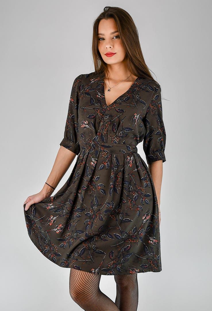 Braunes Kleid mit floralem Muster