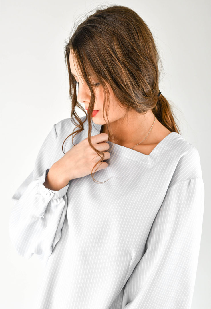 romantische Bluse in grau