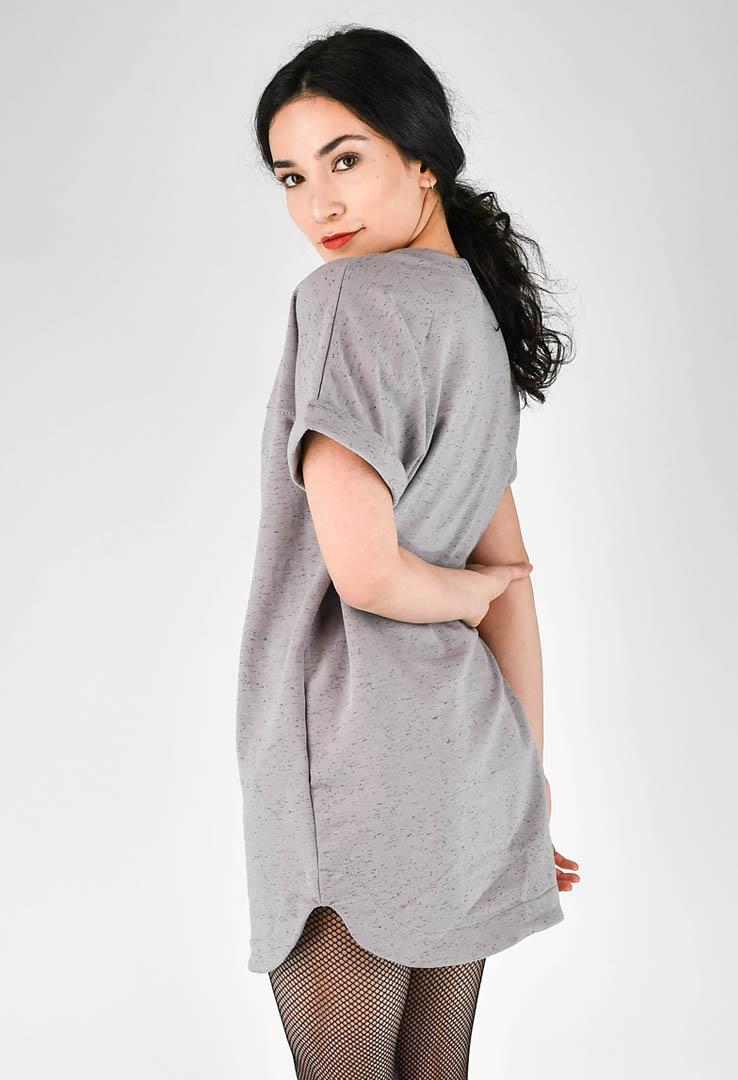 T-Shirt-Kleid in grau – Bild 2
