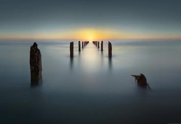 Vlies Fototapete Alter Steg im Meer in die Unendlichkeit 368x254cm – Bild 1