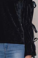 NA-KD Fashion x THERESE LINDGREN Blusen-Shirt coole Damen Samt-Bluse mit Öffnungen am Arm Schwarz – Bild 3