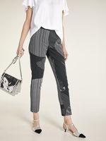 heine Hose Stoff-Hose luftige Damen Druck-Hose mit graphischem Print Kurzgröße Große Größen Schwarz