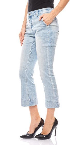 B.C. Best Connections Damen Flared Jeans Kurzgröße Hellblau