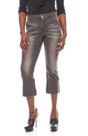 B.C. Best Connections verkürzte Flared Jeans Kurzgröße Grau