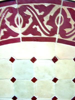 Mosaic Table Meknes Nature/ Bordeaux, 100cm – image 2