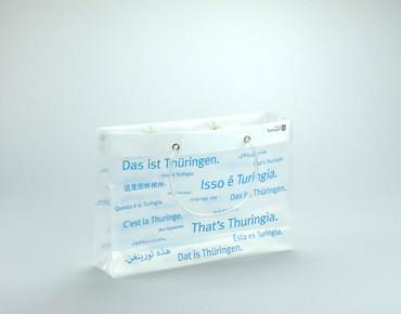 Mustertrasche 'Thüringen' aus HDPE / 120µ / PVC Schläuche/ Format: 36,5 (Breite) x 10 (Tiefe) x 26 (Höhe) + 5 cm (Umschlag)