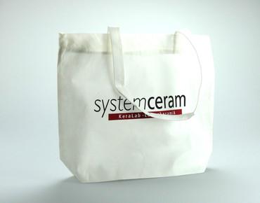 Mustertasche 'Systemceram' aus 80g PP Non Woven / natur / Format: 50 (Breite) x 12 (Tiefe) x 42 (Höhe) + 3 cm (Umschlag)