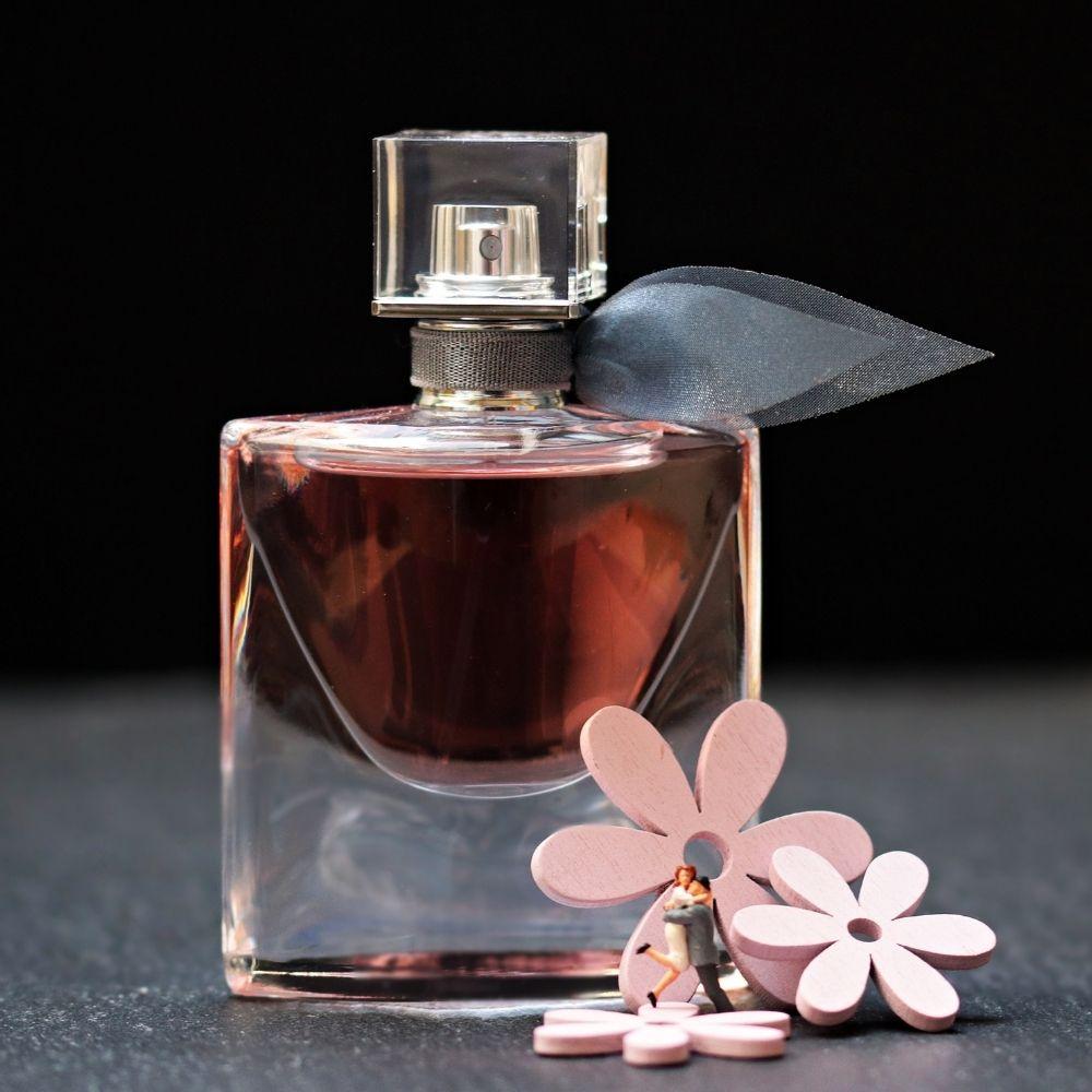 Parfüm und Kosmetikartikel