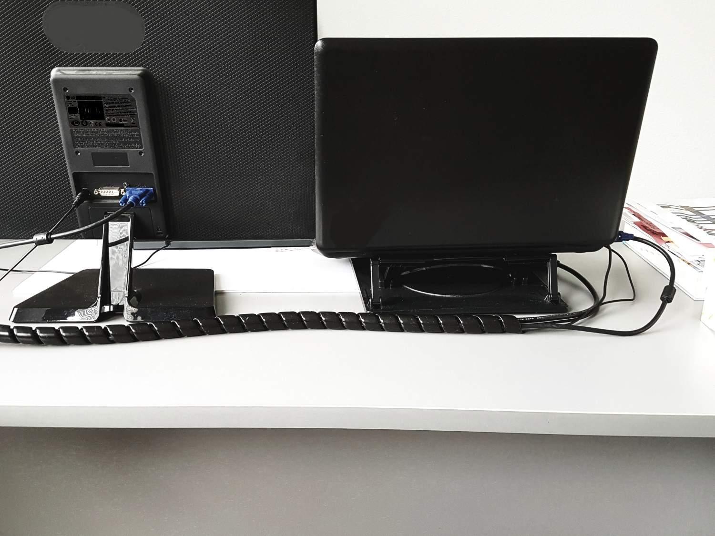Schwarze Kabelschlauch am PC