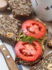 Mehlloses Brot mit Chia-Samen