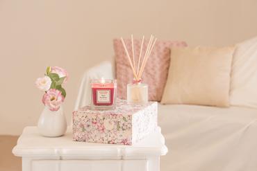 Duftkerze Rose & Rhabarber 200 g - Collines de Provence – Bild 2