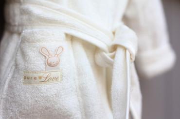 Bio Kapuzen Bademantel mit Ohren und Hausschuhen - Set Hase – Bild 2