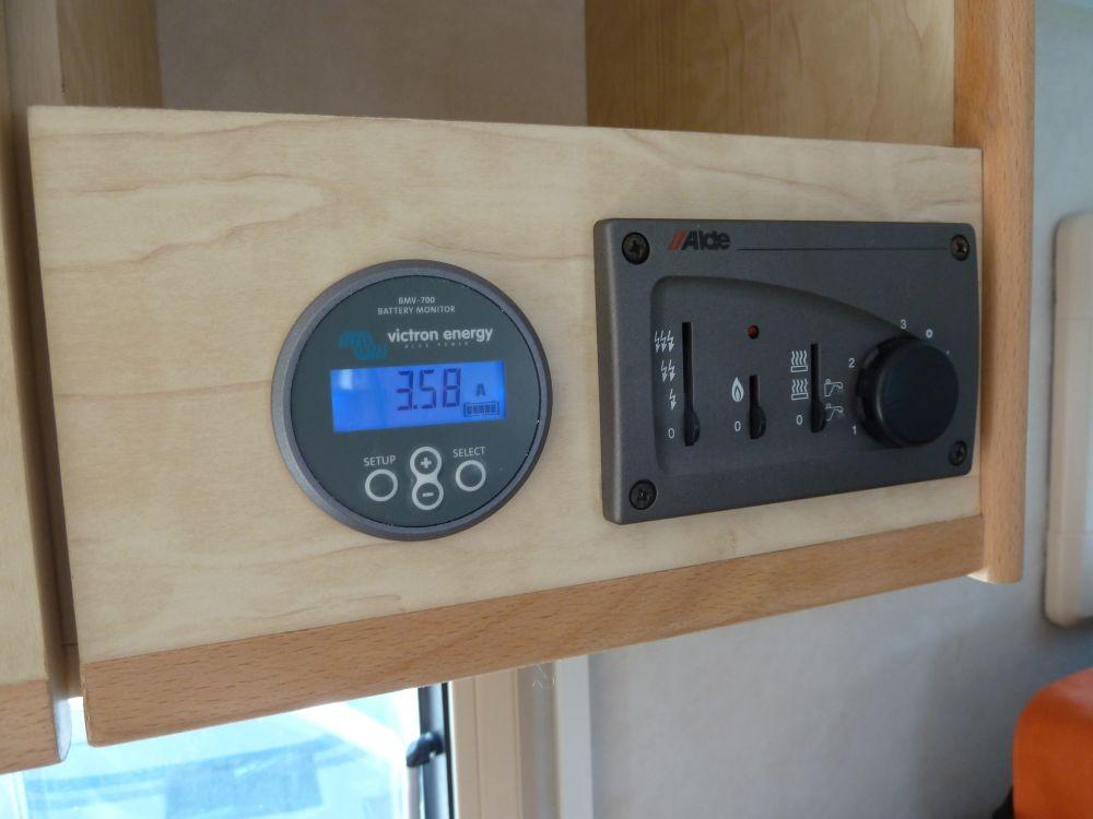 victron bmv 700 500a batteriecomputer solar marine. Black Bedroom Furniture Sets. Home Design Ideas