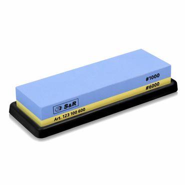 S&R Doppelseitiger Schleifstein / Wetzstein 18 x 6 x 3 cm, mit Körnung 1000/6000 und Silikonhalter aus 100% Korund  – Bild 1