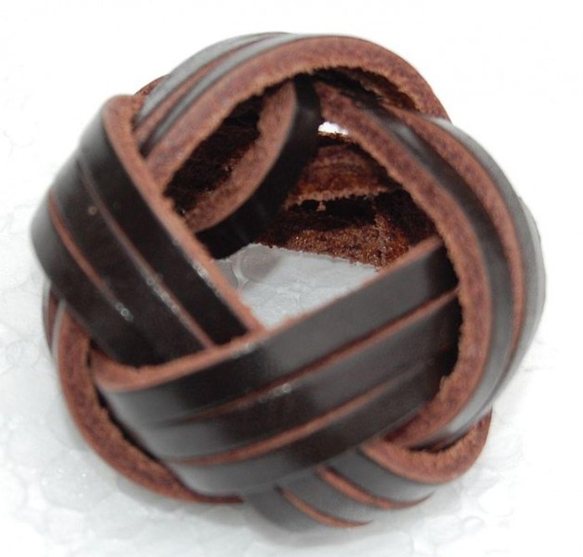Halstuchknoten aus Leder, dunkelbraun