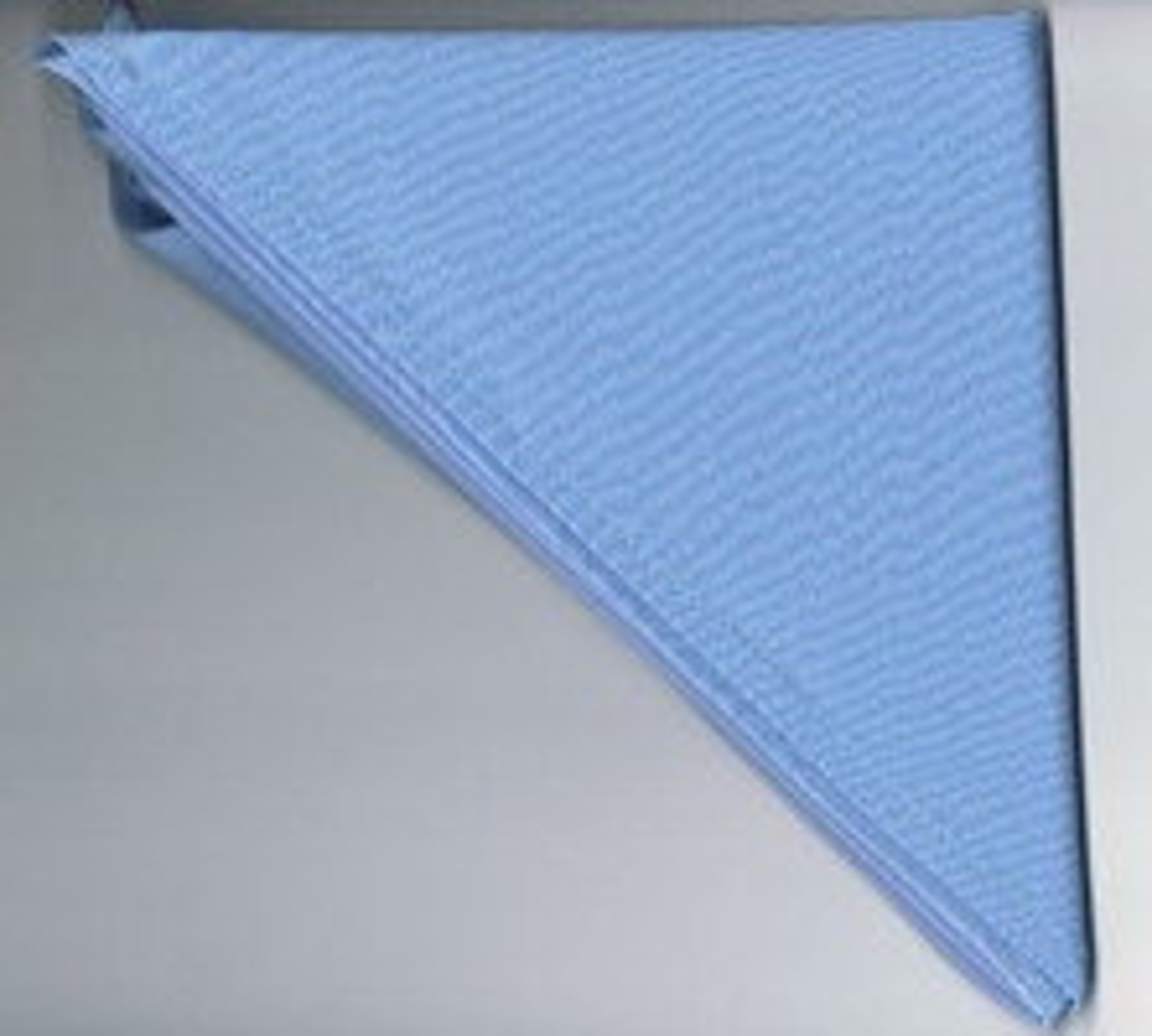 Halstuch / Dreiecktuch einfarbig hellblau, gesäumt