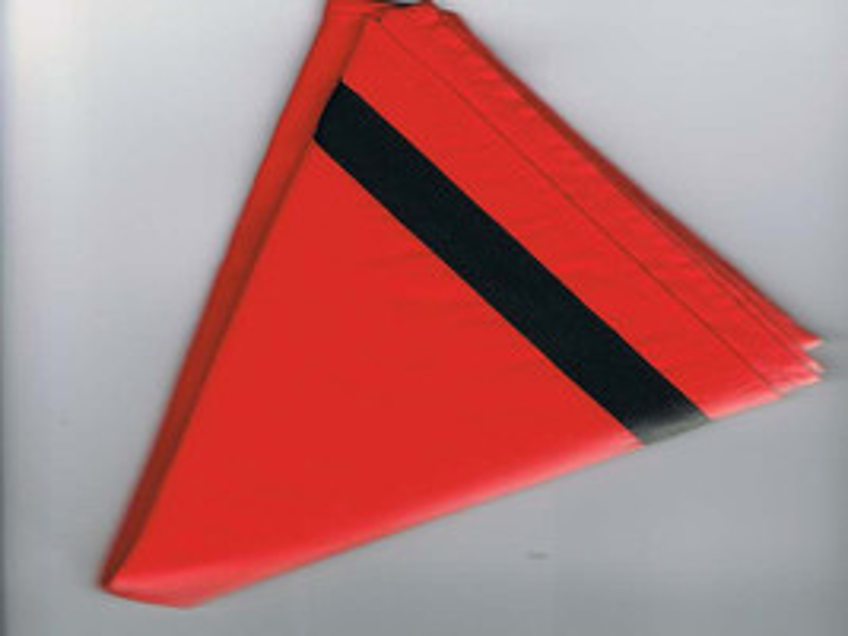 Halstuch / Dreiecktuch 2-farbig rot, schwarzer Streifen, gesäumt