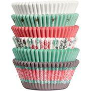 Wilton Cupcakeförmchen mit weihnachtlichen Schneeflöckchen-Mustern in spielerischen Farben bemalen sind ideal für die schönen winterlichen Wilton Cupcakeförmchen mit weihnachtlichen Schneeflöckchen-Mustern in spielerischen Farben 150/Pkg.