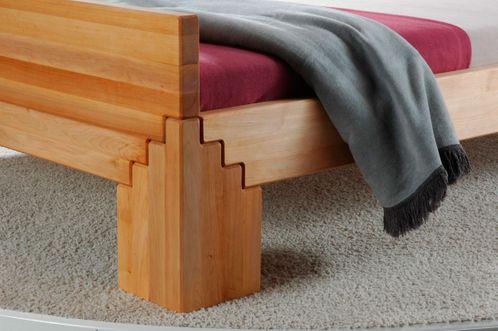 Massivholzbett BETA50 Erle metallfrei in Komforthöhe mit hohem Fußteil