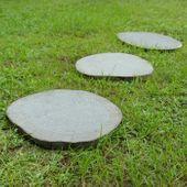 Trittstein aus Flussstein geschliffen - grau - in verschiedenen Größen 001