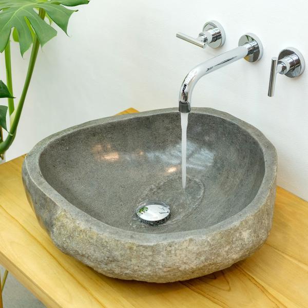 Flussstein Waschbecken ca. 50 cm halb poliert